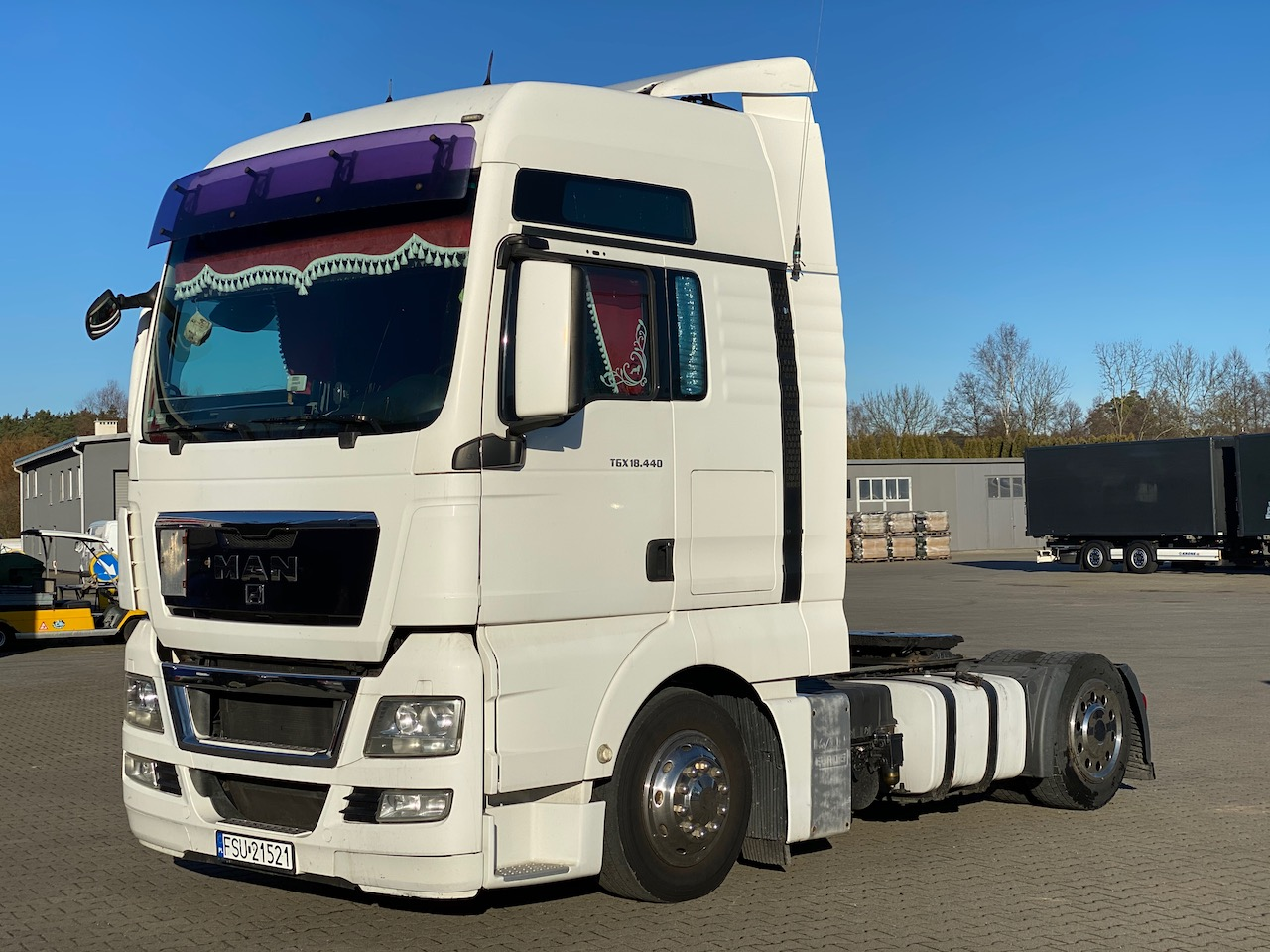 MAN TGX 18.440 E5 Lowdeck Manual